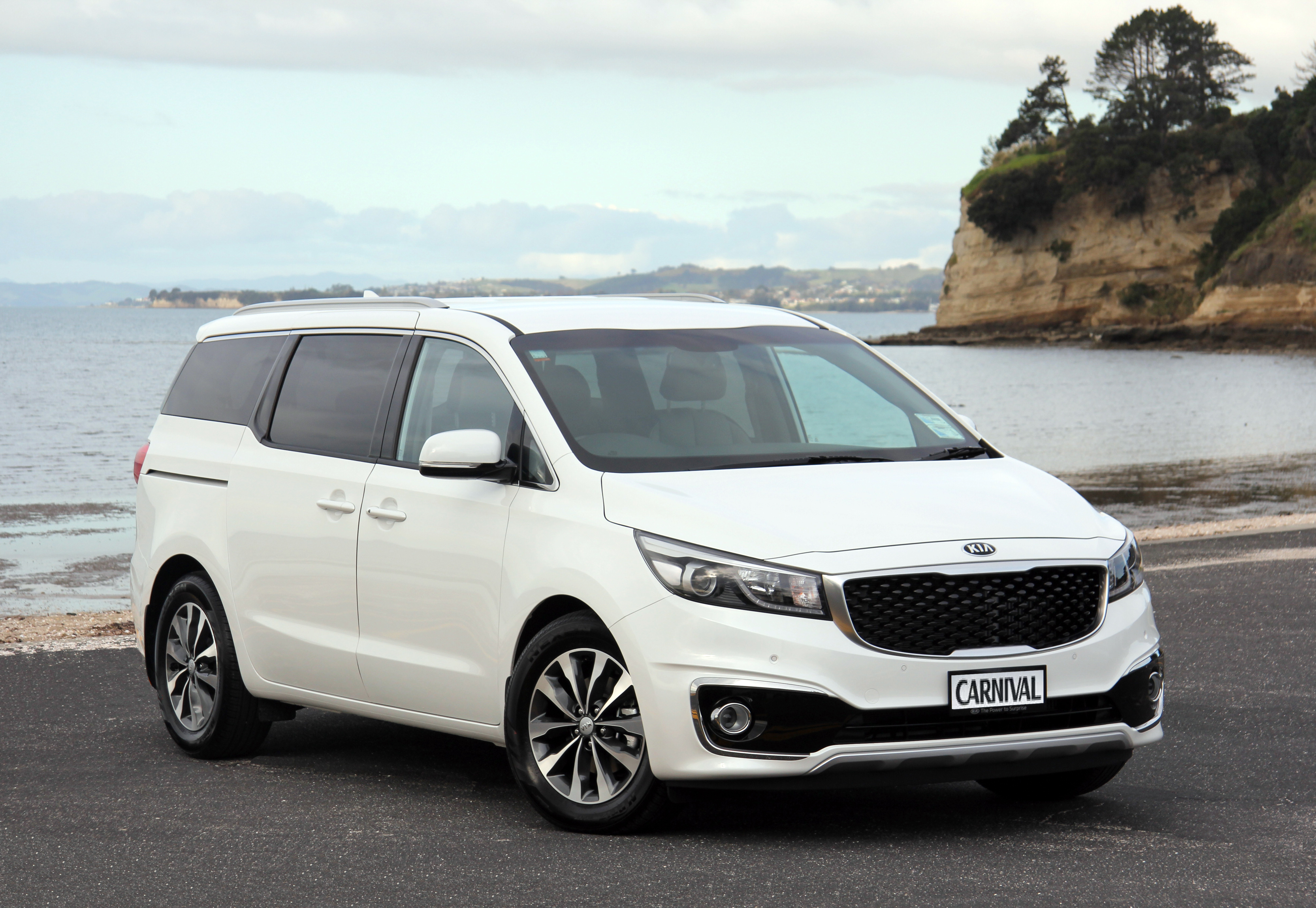 new kia carnival dynamically redefines the mpv new suvs hybrids cars special offers kia. Black Bedroom Furniture Sets. Home Design Ideas