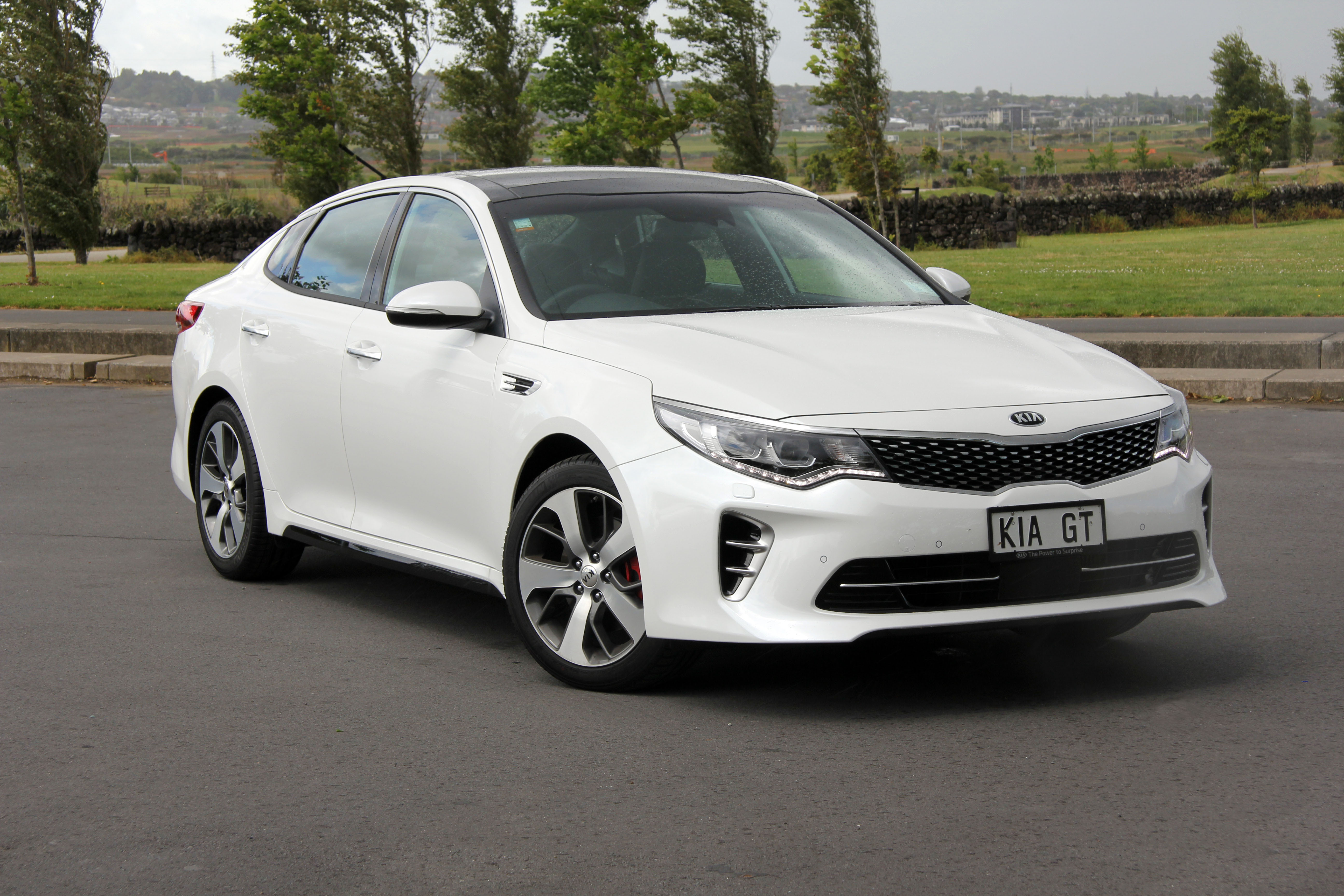 kia optima gt revs up in new zealand new suvs hybrids cars special offers kia new zealand. Black Bedroom Furniture Sets. Home Design Ideas